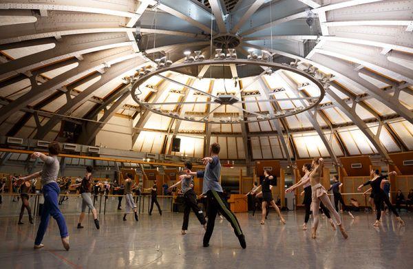 Visite dans les coulisses de la série «L'Opéra» tournée entre Lessines, Liège, Bruxelles et Paris