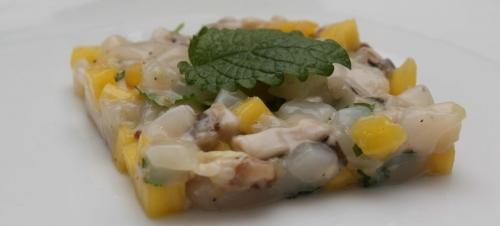 Tartare d'huîtres et de Saint-Jacques à la mangue