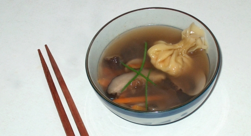 Mini-soupes aux raviolis chinois