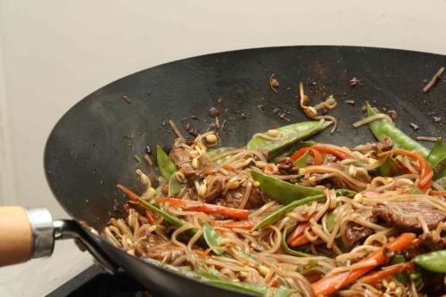 Wok de boeuf aux nouilles de riz