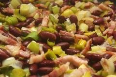 Salade de blé aux poireaux, aux haricots rouges et aux lardons