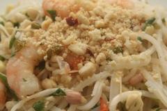 Salade thaïe aux nouilles de riz et scampis