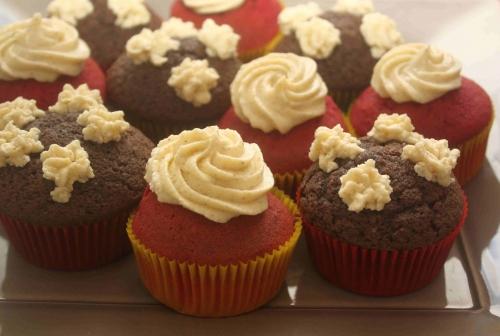 Red velvet cupcakes (29).jpg