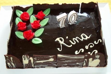 Gâteau au chocolat aux éclats de fèves de cacao et à la fève tonka