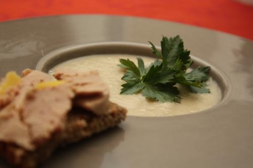 Potage de céleri-rave au foie gras