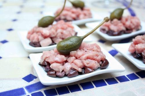 Tartare de veau aux olives noires et câprons