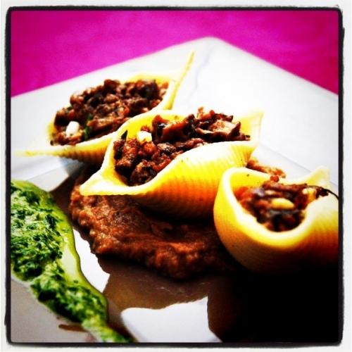 Conchiglioni farcis aux escargots et crème de fagiolina