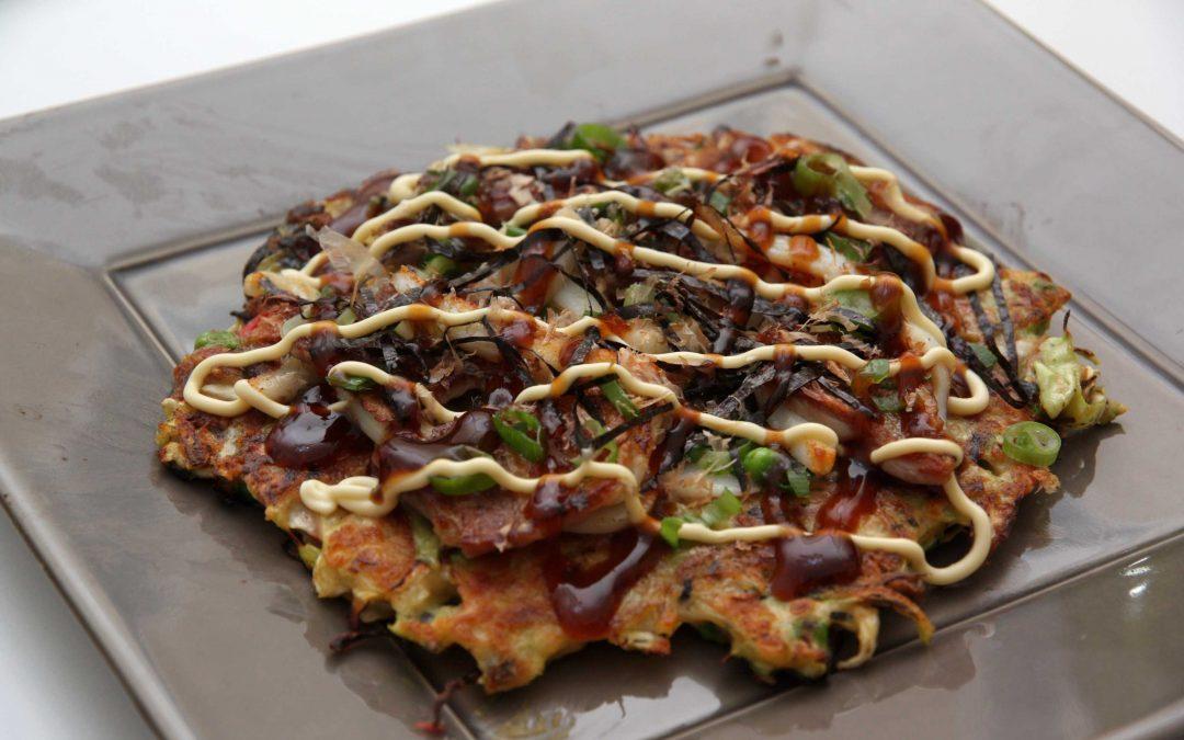 Okonomiyaki, la galette de chou aux mille saveurs