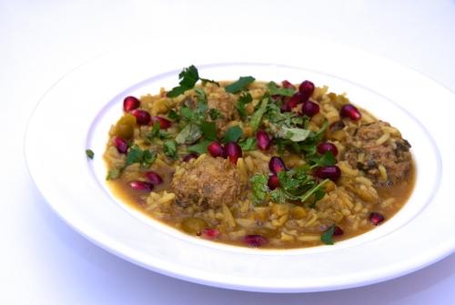 Ash-e anar: soupe iranienne à la grenade et aux boulettes d'agneau
