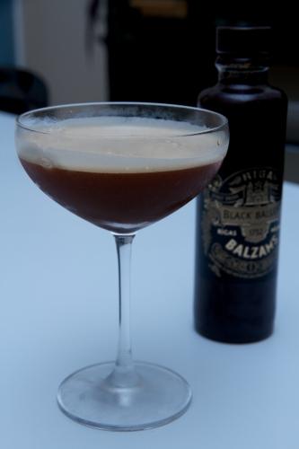 Black Torment: cocktail en noir et blanc