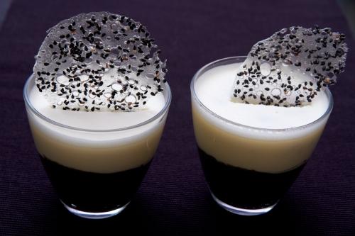 dessert sésame noir,mousse sésame noir,mousse chocolat blanc,duo de mousses