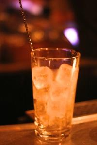 bars à cocktails paris,experimental cocktail club,cocktails paris,entrée des artistes,candelaria,curiro parlor,la conserverie,grazie,harry's bar,bar hemmingway ritz