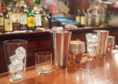 bars à cocktails paris,experimental cocktail club,cocktails paris,entrée des artistes,candelaria,curiro parlor,la conserverie,grazie,harry's bar,bar hemmingway ritz