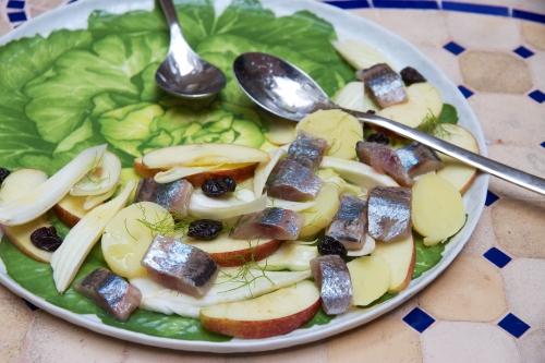 Salade de maatjes, fenouil, pommes et vinaigrette au verjus