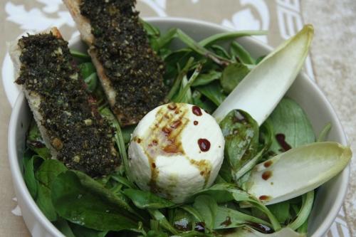 Salade, huile de Styrie, Pesto de pépins de courge, huile de pépins de courge