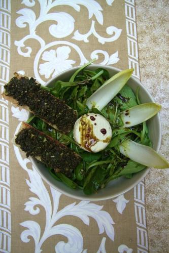 Salade de mâche, chèvre et pesto aux pépins et à l'huile de courge