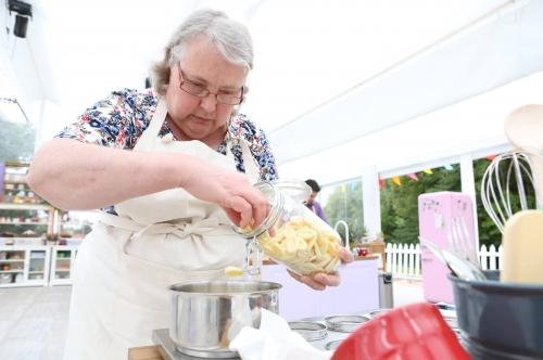 le meilleur pâtissier,cyril lignac,faustine bollaert,mercotte,téléréalité,émission de cuisine