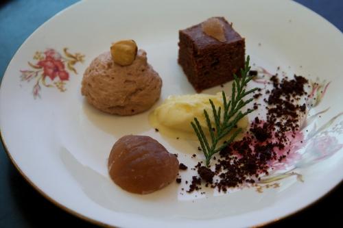 Desset d'hiver, chantilly à la noisette, fondant au chocolat, glace au cèdre