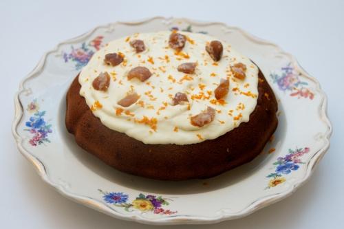 Cake au yaourt marron-noisettes, un dessert de saison
