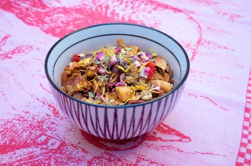 Granola chic aux 8 céréales et aux fleurs séchées