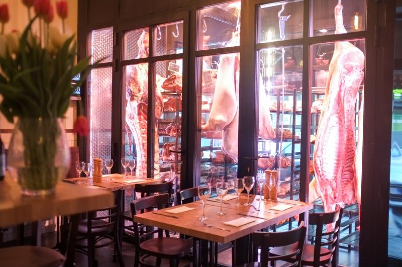 «Coupé couteau»: table de boucher à Saint-Ghislain