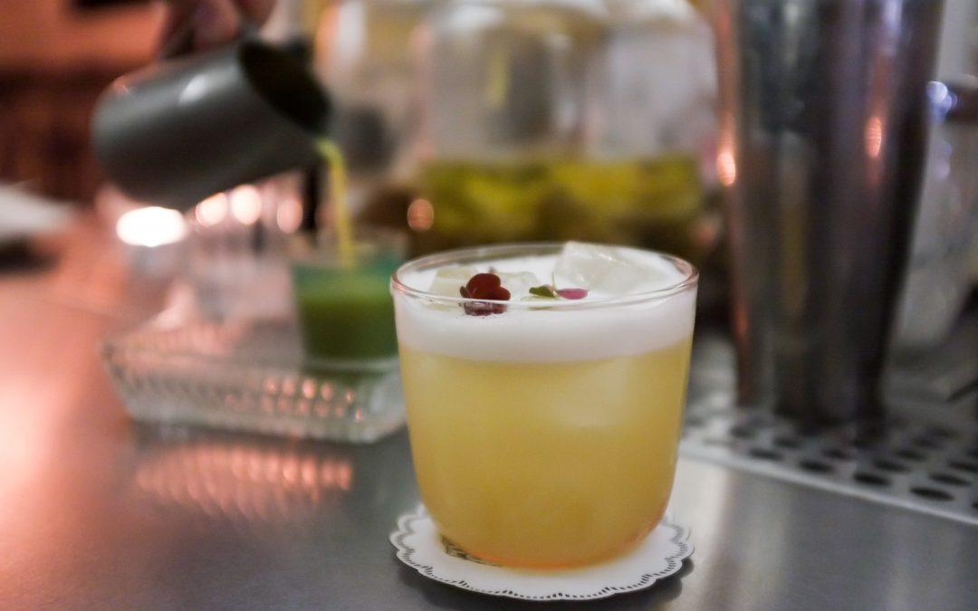 «Combat» ou les barmaids de Belleville