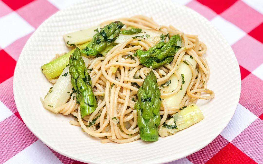 Spaghetti aglio, olio fresco e asparagi